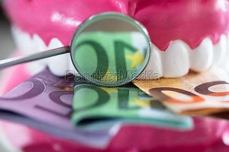primo piano dentista igiene trattamento rimedio