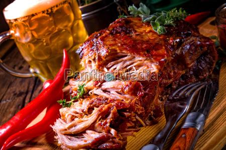 gustoso barbecue tirato maiale