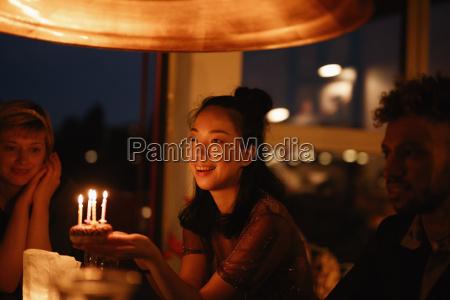risata sorrisi cibo amicizia notte candela