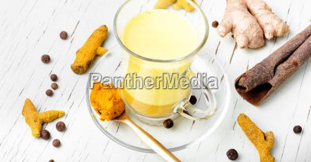 bere spezia dorato latte medicina polvere