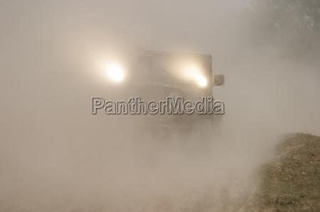 jeep parte nella polvere al rallye