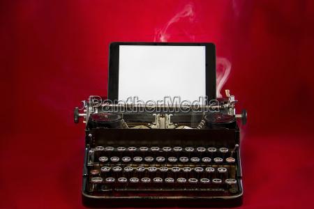 fumo vecchio nostalgico macchina da scrivere