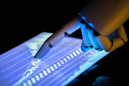 robot che utilizza un tablet digitale