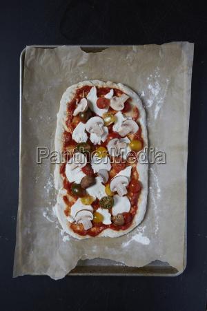 pasta per pizza con salsa di