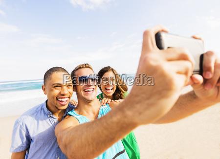 giovani, che, assumono, selfie, sulla, spiaggia - 23966790