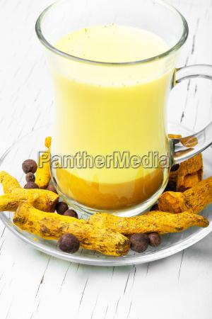 bere spezia dorato latte radice medicina