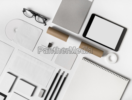 oggetti moderno occhiali schermo vuoto inabitato