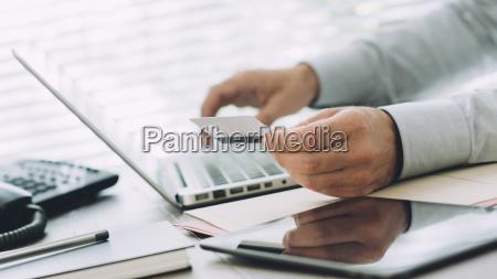 ufficio portatile computer scrivania comunicazione networking