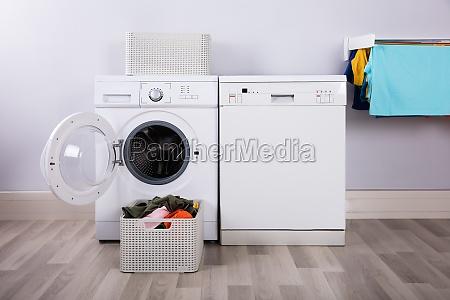 stanza lavare lavaggio vestiti lavanderia abiti