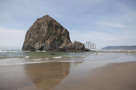 haystack rock on cannon beach clatsop