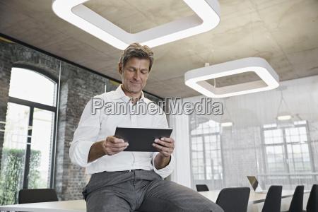 persone popolare uomo umano ufficio risata