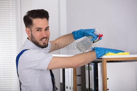 ufficio uomini uomo professionale custode bidello