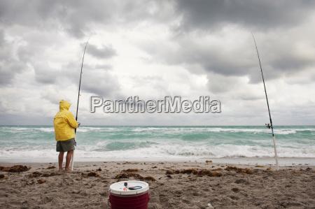 equipaggi la canna da pesca della