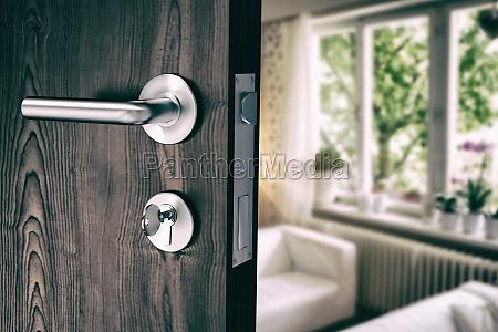 immagine composita della porta marrone con