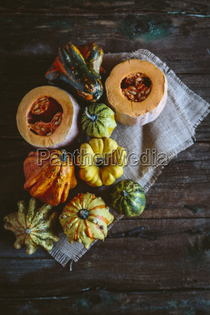 varie zucche ornamentali su stoffa e