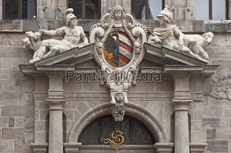 portale destro della facciata occidentale con