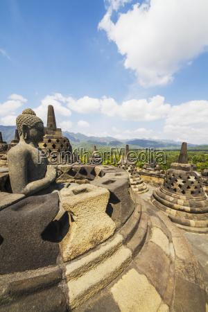 statua del buddha con la posizione