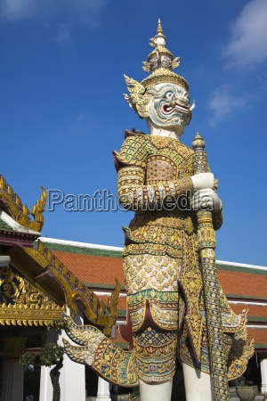 sahassadeja statue at royal grand palace