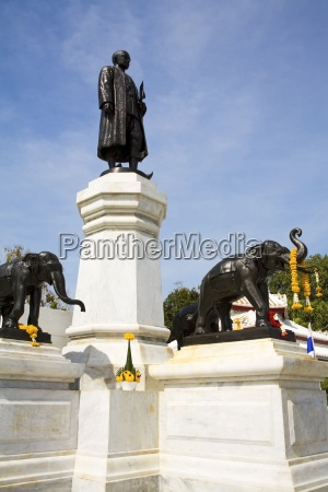 king rama ii of siam monument