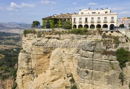 hotel sulla scenografica clifftop andalusia spagna