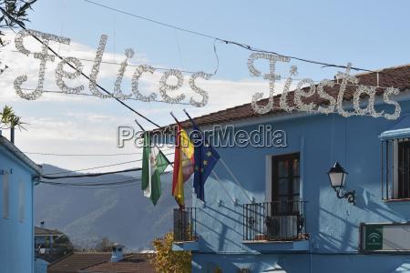 municipio decorato per natale e dipinto
