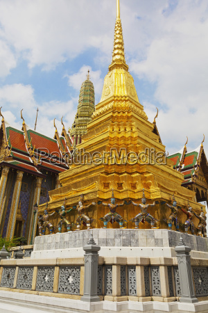 wat phra kaeo temple royal palace