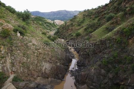 canale via navigabile fango grondaia trogolo