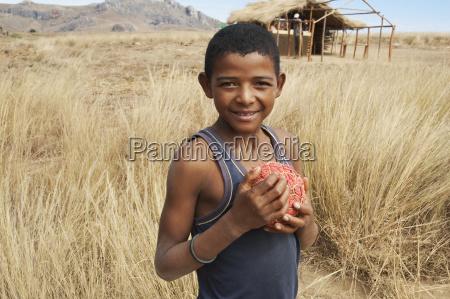 ragazzo con calcio casalingo anja provincia
