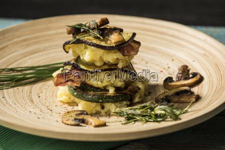 antipasto funghi melanzane fresco erbe patate