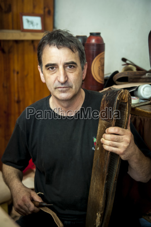 a man crafting from leather pelotas