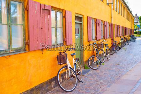 bycicles vecchio muro di costruzione copenhagen