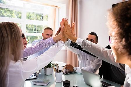 mano mani cooperazione collaborazione affare affari