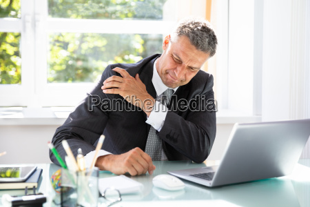 ufficio male cattiveria sbagliato sedersi professionale