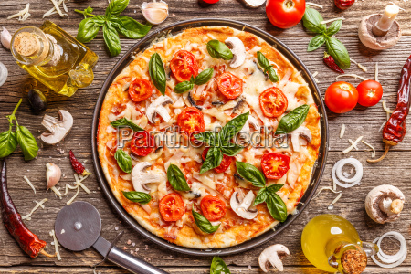 piatto laico con pizza italiana