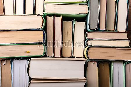 libri in mensola
