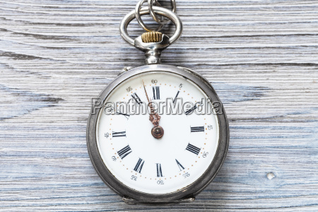 two minutes to twelve on antique