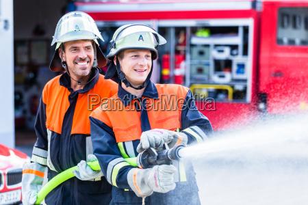 gli uomini del fuoco vigili del