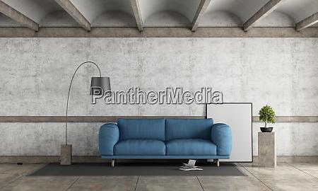 vecchia stanza con divano blu