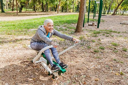 donna anziana fitness donna matura stile