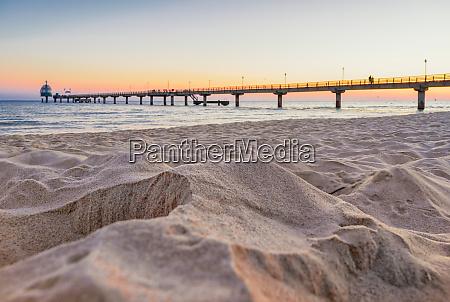 spiaggia castello a goccia molo ponte