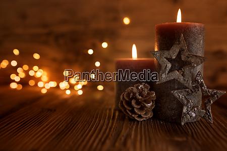 natura morta con candele per natale