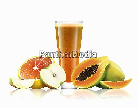 bicchiere di frullato darancia mela e