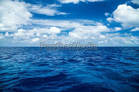 oceano blu profondo