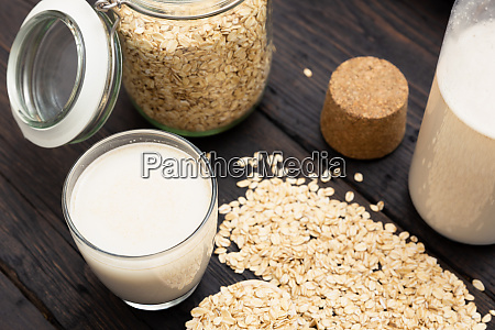 bicchiere di latte vegano senza latticini