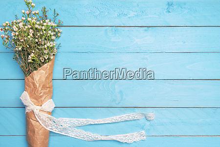 piccoli fiori bianchi in un bouquet