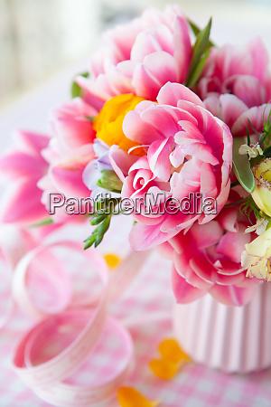 fiori primaverili colorati