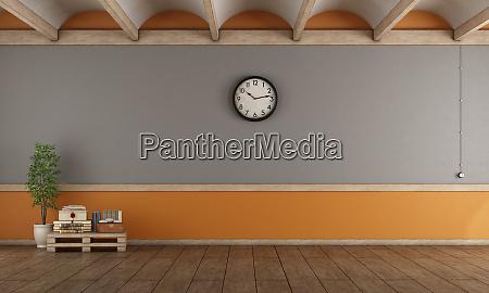 soggiorno grigio vuoto e arancione