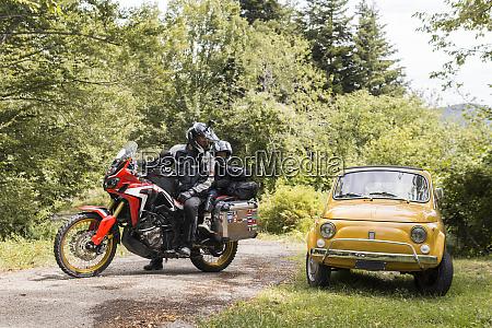 padre e figlio in un viaggio