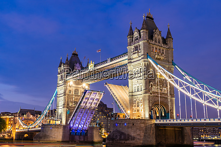 sollevamento del london tower bridge