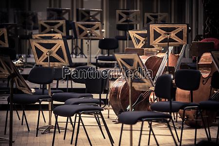 orchestra posti vuoti su un palco